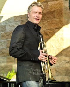 Bite me off some if this Jazz Artists, Jazz Musicians, Trumpet Music, Jazz Trumpet, Jazz Instruments, Chris Botti, Contemporary Jazz, Trumpet Players, Band Photography