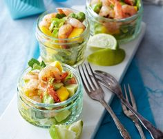 Prawn and mango-salad Can start day ahead Mango Cocktail, Delicious Food, Tasty, Prawn Salad, Grilled Prawns, Gastro Pubs, Mango Salad, Pub Food, Fine Dining