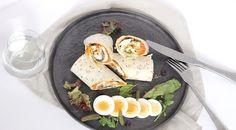Wraps met filet americain en ei Cobb Salad, Wraps, Cheese, Cooking, Food, Egg As Food, Kitchen, Cuisine, Koken