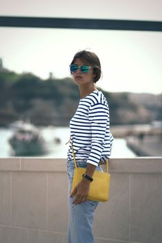 love this look - striped shirt, jeans, yellow bag. (this is from because i'm addicted blog)