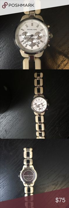 Michael Kors analog watch Excellent condition, Michael Kors watch. Comes with extra links. Links are able to be added and removed yourself. Michael Kors Jewelry