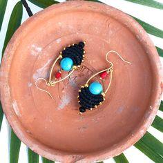 Mini macrame earrings, with turquoise dyed howlite gems and gold miyuki seed beads - Black gold turquoise red. Boho / Ethnic chic style. © Natacha Fayard #macrame #mini #dangle #earrings #turquoise #black #gold #red #etsy #jewelry #miyuki