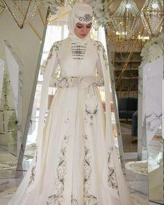 Anglo Saxon History, Muslim Women, Fashion History, Bellisima, Ethnic, Castle, Satin, Culture, Wedding Dresses
