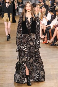 See the complete Chloé Fall 2015 Ready-to-Wear collection.