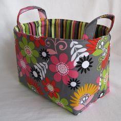 ENTRE MIM E VOCÊ - NÓS: PASSO A PASSO - cesto organizador de tecido Gift Bag Storage, Fabric Storage Boxes, Fabric Bins, Fabric Scraps, Basket Storage, Fabric Basket, Storage Baskets, Sewing Tutorials, Sewing Crafts