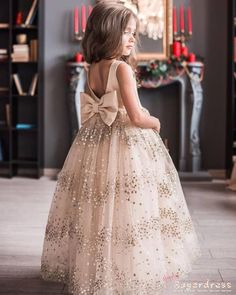 Sparkling Sequined Champagne Flower Girl Dress with Bow 2019 Auto Reparatur Cute Flower Girl Dresses, Tulle Flower Girl, Champagne Flower Girl Dresses, Tulle Flowers, Gowns For Girls, Dresses Kids Girl, Classy Evening Gowns, Best Formal Dresses, Kids Gown
