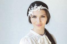 Braut Spitze Haarband, Elfenbein Blumen  von BeChicAccessories auf DaWanda.com