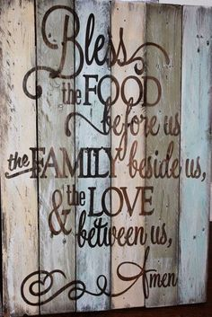 Family Prayer rustic, wooden sign made from reclaimed pallet wood. Makes a great Dining room wall decor. Pallet Crafts, Wood Crafts, Diy Crafts, Pallet Projects, Bible Crafts, Eco Deco, Do It Yourself Design, Prayer For Family, Family Family