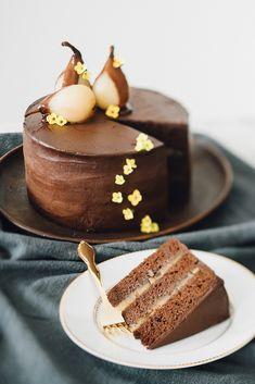 Bolo de Chocolate com Pera Caramelizada   Vídeos e Receitas de Sobremesas