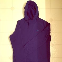 ✅Dark Blue Nike Hoodie Therma - Fit✅ - worn 2 times, has a small coffee stain, super warm in winter, super comfy, amazing color, perfect for a run or a just staying warm in the house. Nike Sweaters