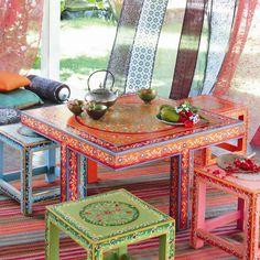 meubles dessinés multicolores