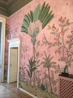 """So Milano International Wallpaper Emergency Done #degournay #handpaintedwallpaper"""