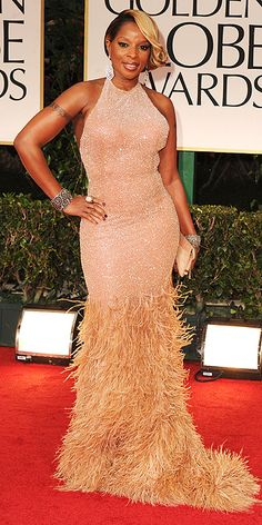 "Golden Globes: Mary J Blige w/ some major ear ""bling!"""