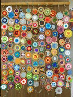 Collaborative Circle Weaving (Experiments in Art Education) - http://www.oroscopointernazionaleblog.com/collaborative-circle-weaving-experiments-in-art-education/