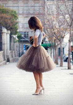 Tshirt & heels casual up a fluffy tulle Petti skirt for women! 50 Awesome Looks with Tulle Skirt - Sortashion