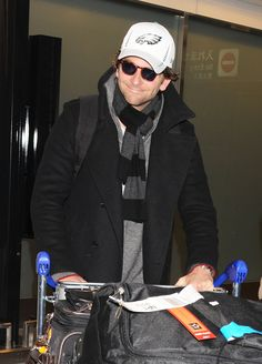 Bradley Cooper wore a Philadelphia Eagles hat as he touched down in Japan. #silverliningsplaybook #bradleycooper
