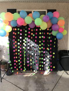 Dance Party Birthday, Neon Birthday, Sleepover Birthday Parties, Birthday Party For Teens, Birthday Ideas, Glow In Dark Party, Glow Party, Neon Party Decorations, Blacklight Party