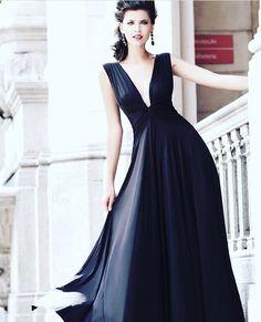 Bom dia com nosso vestido queridinho! #vestidopreto #alugueldevestidos #thedressingproject #followthedress #womenswear #womensfashion #womensstyle #style #fashion