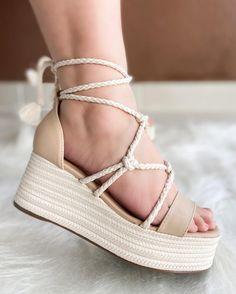 Cute High Heels, Cute Shoes, Flip Flop Shoes, Flip Flops, Nautical Fashion, Beautiful Shoes, Wedge Heels, Espadrilles, Casual Outfits