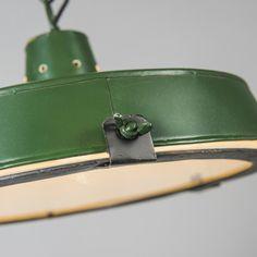 Pendelleuchte Sturdy grün Schöne, robuste Pendelleuchte mit industriellem Look #Industrielampe #Pendelleuchte #Lampe #Esstischlamme #Wohnzimmerlampe