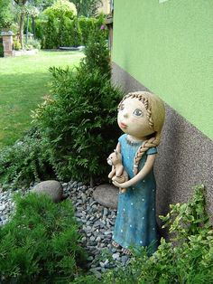 Kordulka Garden Totems, Garden Sculpture, Statues, Clay Art Projects, Pottery Classes, Clay Flowers, Dolls, Disney Characters, Creative