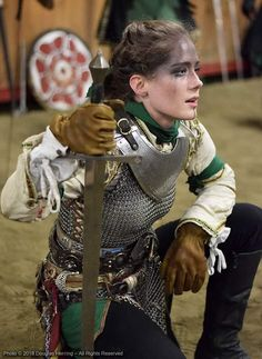 Hervor was among the most famous Viking shieldmaidens. Viking shieldmaiden was the female warrior who was willing to sail their ship through the high ocean and fought just like the Viking men. Female Armor, Female Knight, Medieval Armor, Medieval Fantasy, Viking Armor, Medieval Gown, Viking Queen, Viking Woman, Armadura Medieval