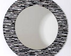 espejo neutro pared arte hecho de revistas por colorstorydesigns