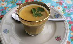 Pastinaak/wortelsoep met currykruiden en koriander. Super lekker!!