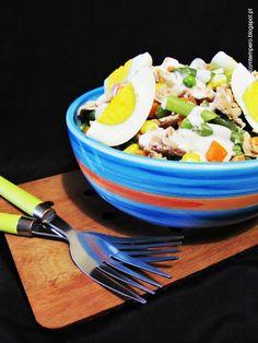 Salada de atum, ovo e macedónia