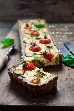 Quiche integrale al pesto, con pomodorini, zucchine e feta #ackyart