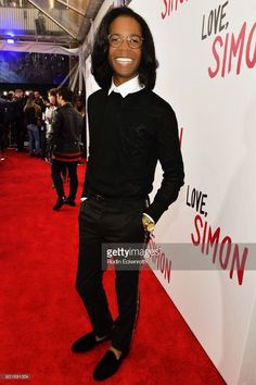 Ethan (Clare Moore) on the red carpet of Love, Simon premiere. Amor Simon, Love Simon, Great Love Stories, Love Story, Simon Spier, Becky Albertalli, Opening Weekend, Coming Of Age, A Funny