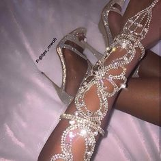 fashion, shoes, and diamond image Cute Jewelry, Body Jewelry, Hand Jewelry, Cute Shoes, Me Too Shoes, Sacs Louis Vuiton, Glitz And Glam, Ring Verlobung, Pink Aesthetic