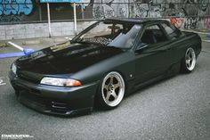Down & Sideways // Tsuda's slammed Nissan Skyline R32. | StanceNation™ // Form > Function