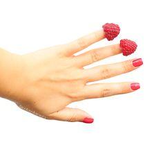 essie | berried treasures | himbeere raspberry | nails | viva antigua kollektion | lackschwarz