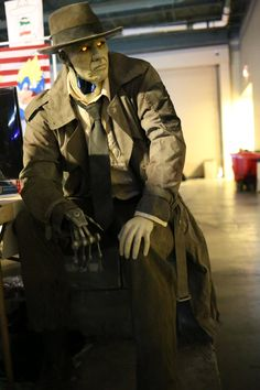 Build of the week: life-sized Nick Valentine. Fallout 4 Synth detective Nick Valentine with a PC running in his chest.