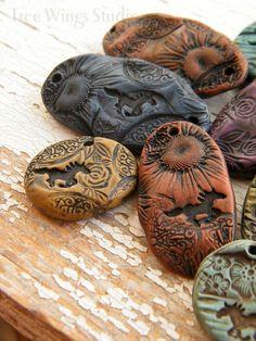 Gorgeous 30 Easy DIY Polymer Clay Beads Ideas https://roomadness.com/2017/11/25/30-easy-diy-polymer-clay-beads-ideas/