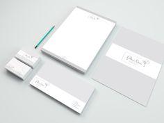 Itens de papelaria personalizados, desenvolvidos para a designer Paloma Neves.