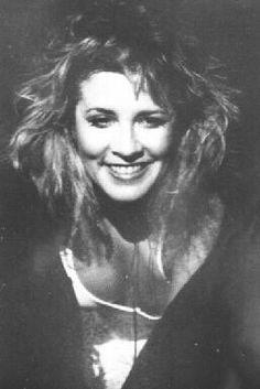 Love Stevie Nicks smiling here...