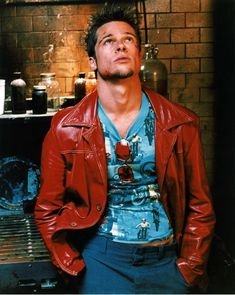 Why Brad Pitt's Style in 'Fight Club' Still Packs a Punch 20 Years Later 70s Fashion, Star Fashion, Tokyo Fashion, Lolita Fashion, Fashion Boots, Fashion Dresses, Brad Pitt Style, Fight Club Brad Pitt, Brad Pitt Movies