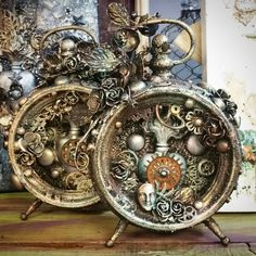 Heart of the Clock sample in full glory! Steampunk Crafts, Steampunk Clock, Altered Tins, Diy And Crafts, Arts And Crafts, Paper Crafts, Clock Craft, Mix Media, Wreaths
