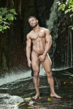 Nude men, man and males at their best Beautiful Men Bodies, Gorgeous Men, Beautiful Things, Men Vs Women, Barefoot Men, Hot Hunks, Male Physique, Muscle Men, Male Beauty