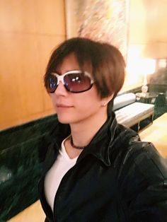 GACKT Official blog update. Translation below: Today, I started training from noon. During these few days, I've been studying English from scratch again in the morning. I thought that I've made quite a bit of progress but there are still far too many areas that I'm not good enough at. When it comes to studying, …
