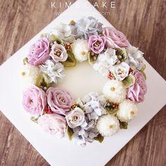 "70 Likes, 3 Comments - Butter cream flower cake&class (@kimncake) on Instagram: ""#bakingclass#buttercream#cake#baking#wiltoncakes#weddingcake#버터크림케이크#wilton#flowers#buttercake#플라워케이크#wedding#버터크림플라워케이크#specialcake#birthdaycake#flower#플라워케익#rose#디저트#케이크#cupcake#dessert#food#beautiful#부케#bouquet#instacake#꽃스타그램#flowercake#peony…"""