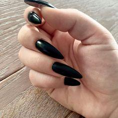 "Tsui auf Instagram: ""Schwarz ist bunt genug 🖤 #black #blacknails #🖤 #blackisbeautiful #blackisthesoul Nails done by Laura @byneos"" Bunt, Gemstone Rings, Gemstones, Instagram, Jewelry, Black, Jewlery, Gems, Jewerly"