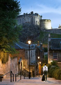 Roaming the streets of Edinburgh - Scotland (by svensl)