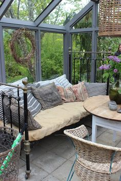 Outdoor Seating, Outdoor Rooms, Outdoor Living, Small Space Interior Design, Interior Design Living Room, Shed Decor, Aesthetic Space, Small Backyard Pools, Porches