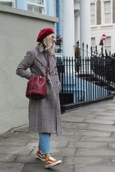 The Frugality founder, Alex Stedman talks about her style evolution, love for Alexa Chung and why every wardrobe needs a pair of game-changer heels. Beret Street Style, Beret Outfit, Autumn Winter Fashion, Winter Style, Spring Style, The Frugality, Casual Winter Outfits, Casual Looks, Frank Spencer