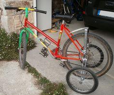 Le stabilisateur EZ Trainer Senior monté sur un vélo adulte