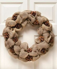 21 ideas for beautiful Christmas wreaths made of pine cones - Wreath Ideen Burlap Crafts, Wreath Crafts, Diy Wreath, Burlap Wreath, Diy And Crafts, Pine Cone Art, Pine Cone Crafts, Pine Cones, Fall Wreaths