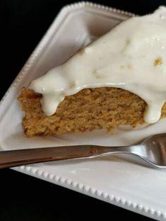 Κέικ καρότου με λευκό γλάσσο - Just life Banana Bread, Pudding, Desserts, Food, Tailgate Desserts, Deserts, Custard Pudding, Essen, Puddings